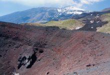 Etna-Cratere-bottoniera-Greco-del-2002.jpg